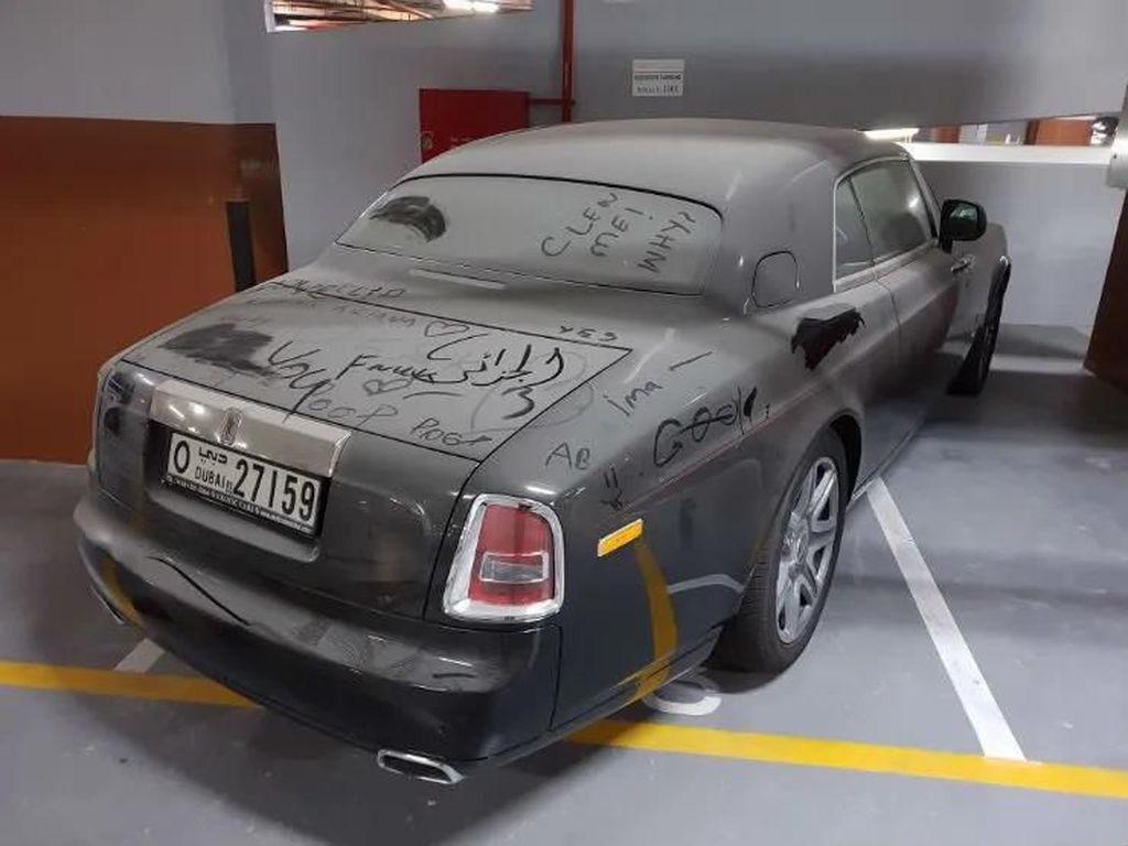 Mobil Mewah yang Terbengkalai di Dubai