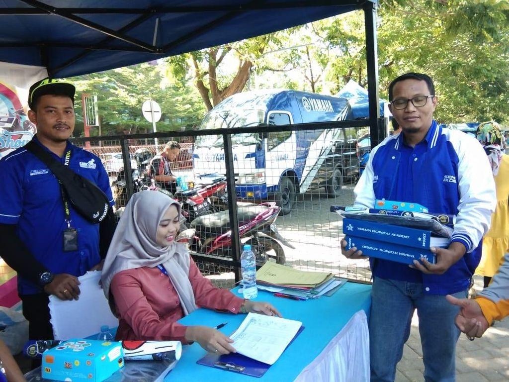 Yamaha Sebar Buku Panduan Teknisi ke Seluruh SMK Binaan di Sulsel