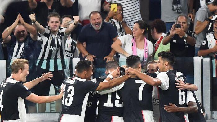 Juventus meraih kemenangan 4-3 atas Napoli lewat pertandingan dramatis. (Massimo Pinca/Reuters)
