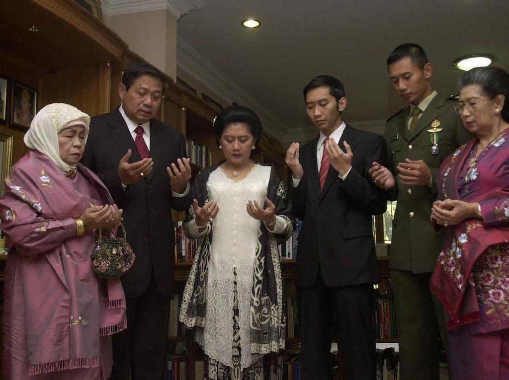 SBY Unggah Foto Bersama Almarhum Ibunda dan Istri: Kini Tinggal Kenangan