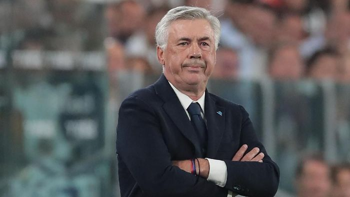 TURIN, ITALY - AUGUST 31:  SSC Napoli coach Carlo Ancelotti looks on during the Serie A match between Juventus and SSC Napoli at Allianz Stadium on August 31, 2019 in Turin, Italy.  (Photo by Emilio Andreoli/Getty Images )