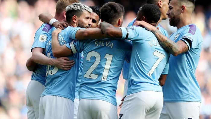 Manchester City masih dijagokan menjuarai Liga Inggris musim ini, di atas Liverpool (REUTERS/Jon Super)
