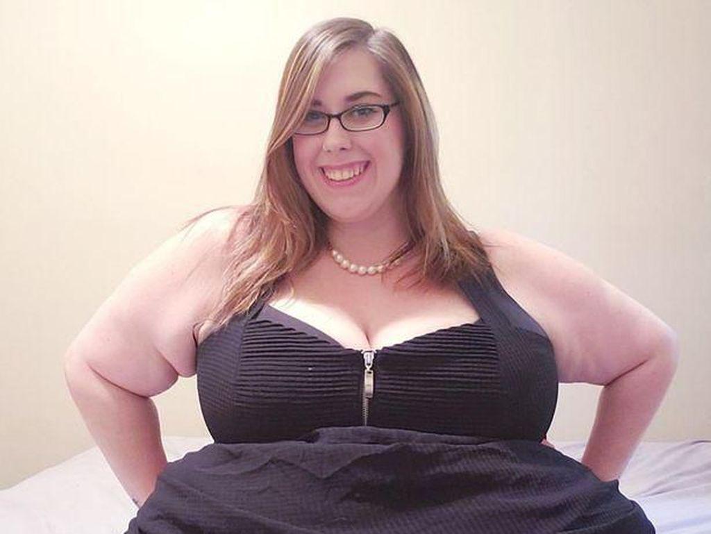 Wanita yang Punya BB 177 Kg Ini Raup Rp 172 Juta Setahun dari Video Makan