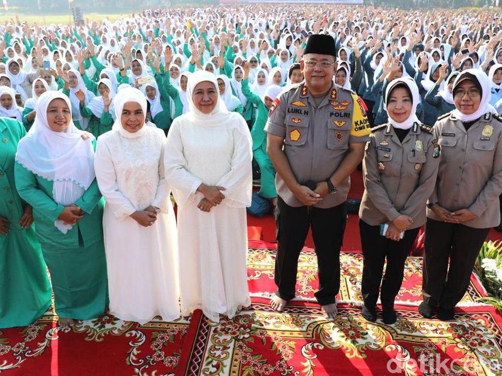Ribuan Polwan Polda Jatim Berdoa untuk Kedamaian di Indonesia