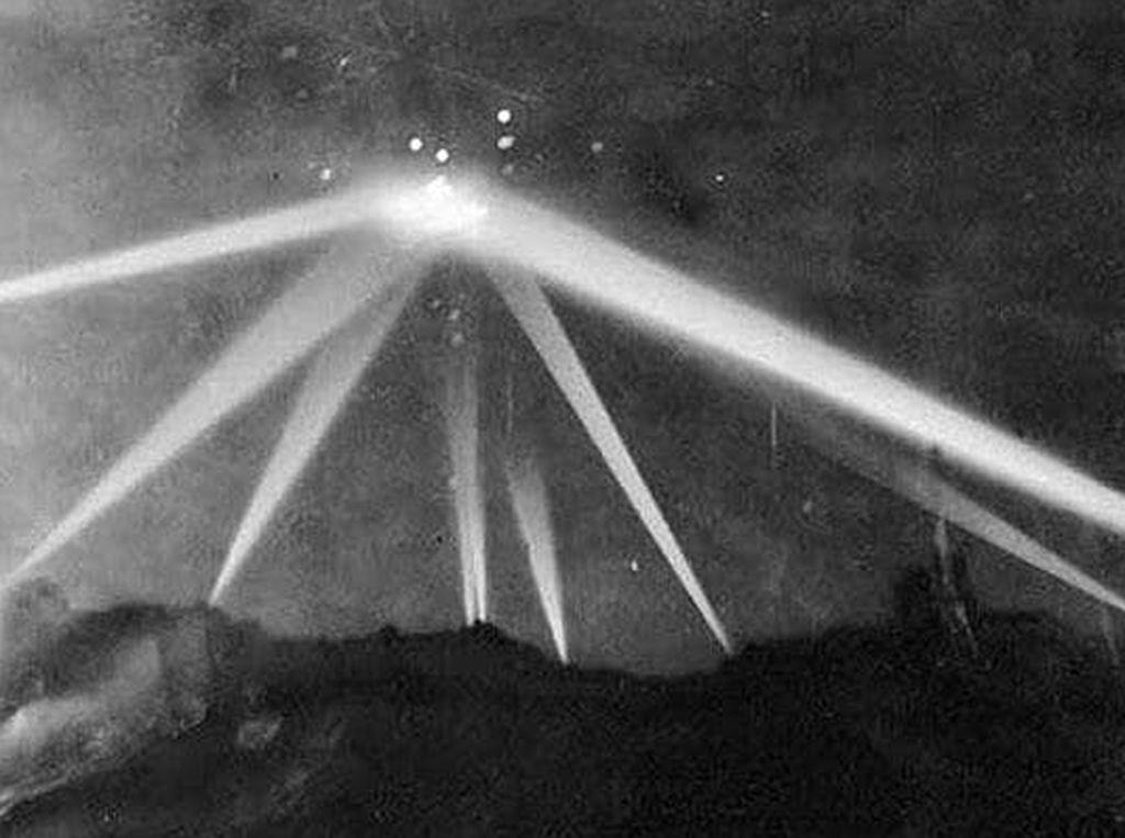 Rentetan Penampakan UFO Misterius Sejak Abad 18