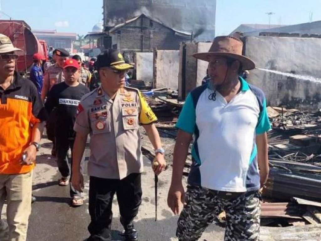 Kebakaran 117 Ruko di Pasar Topoyo Sulbar Dipicu Pertengkaran Suami-Istri