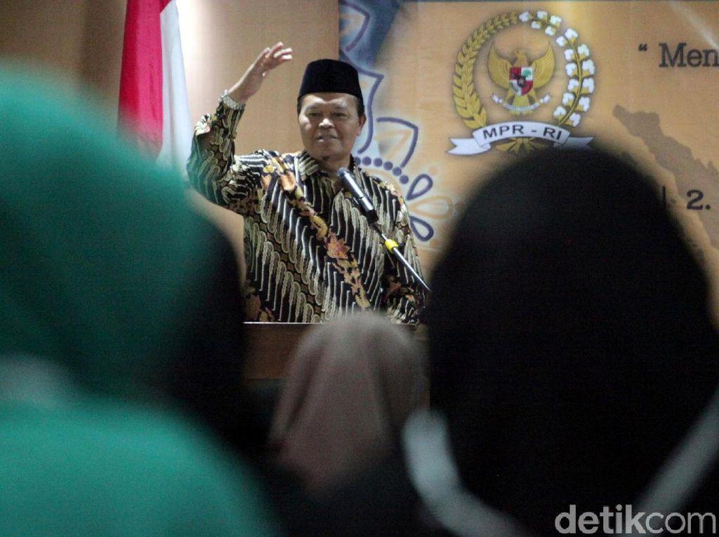 Soal Rekrutmen PPPK Guru Agama, HNW Minta Nadiem Tak PHP & Basa Basi