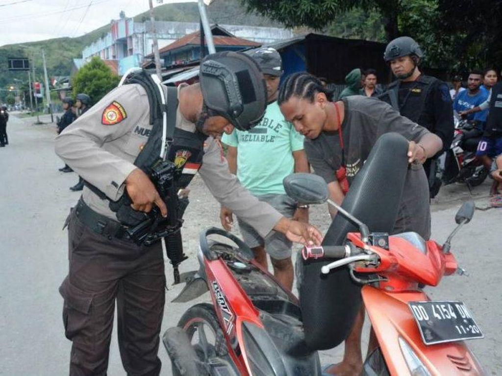 Razia di Abepura dan Waena, Polda Papua Amankan 45 Senjata Tajam