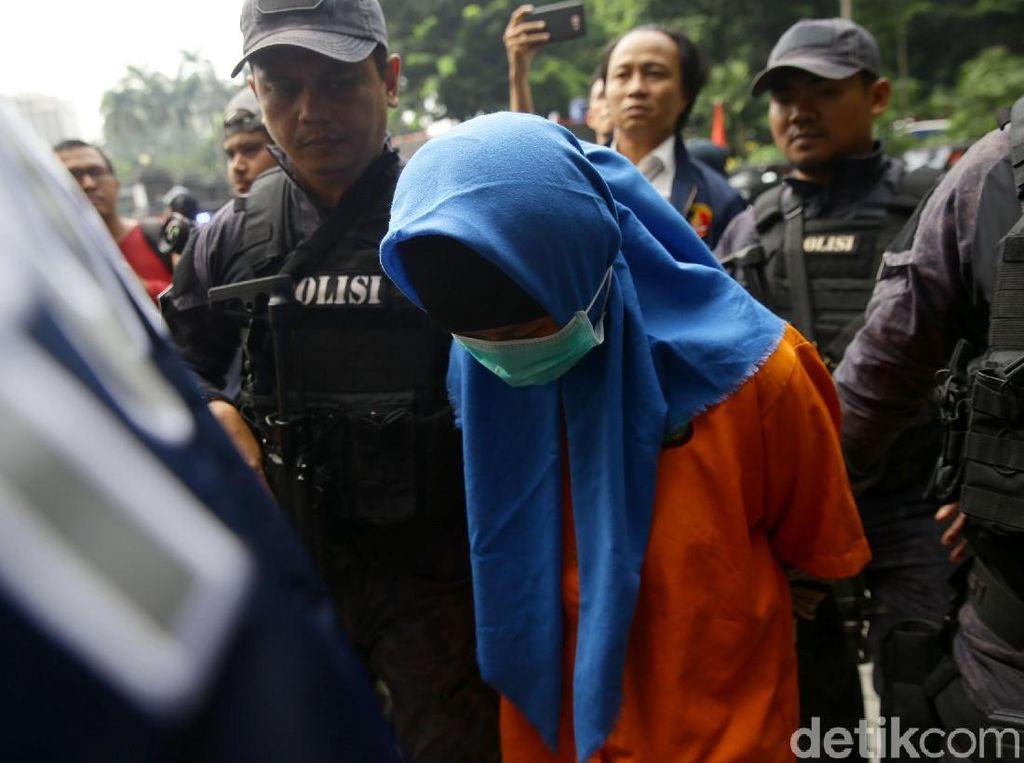 Polisi Gelar Rekontruksi Pembunuhan Sadis Ayah-Anak Siang Ini