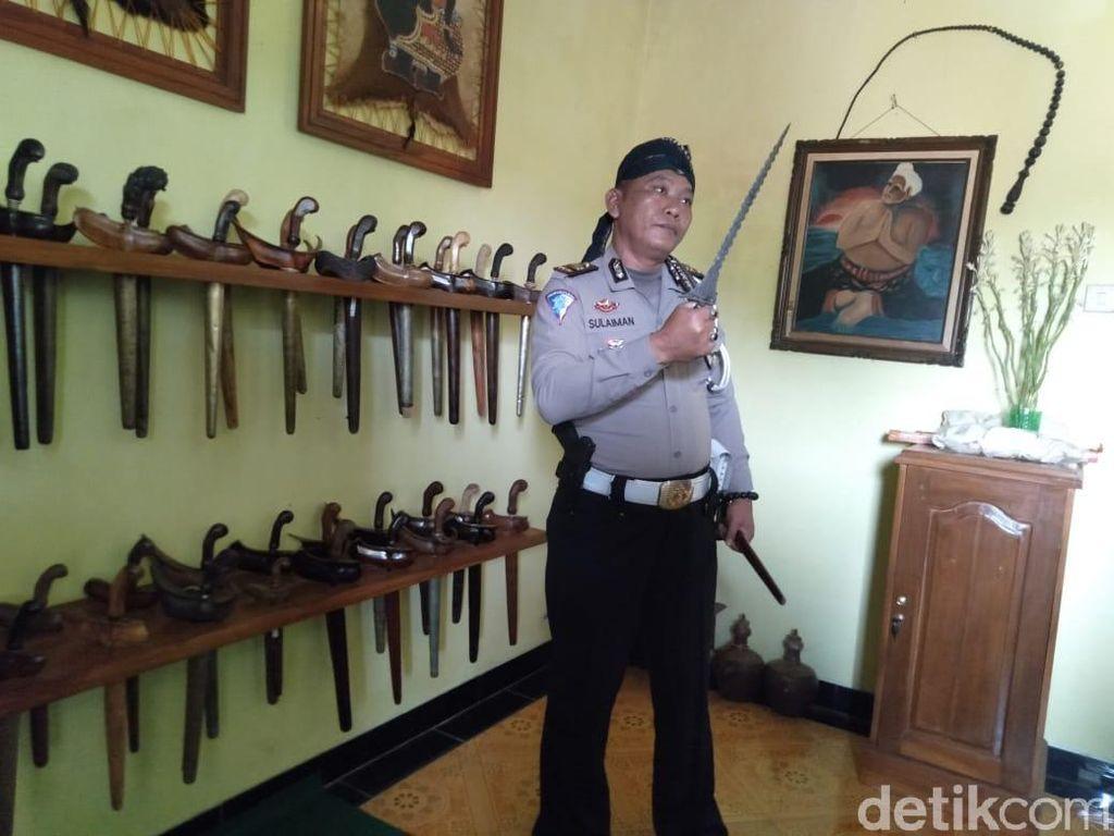 Cerita Polisi Kolektor Pusaka yang Koleksinya Berharga Ratusan Juta