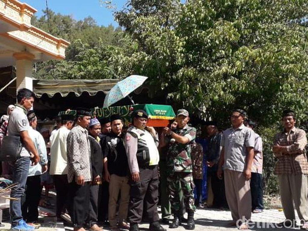 Jenazah TKI Asal Ponorogo yang Kecelakaan Kerja di Malaysia Dimakamkan