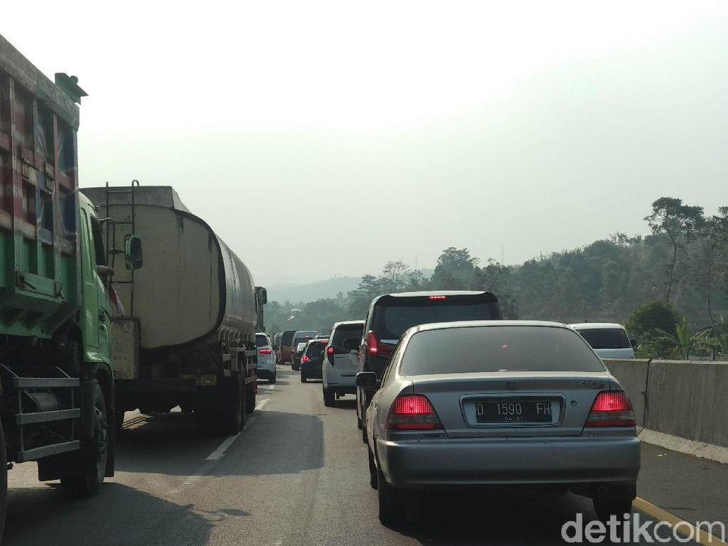 Olah TKP Tabrakan Beruntun di Tol Cipularang, Polisi Berlakukan Contraflow