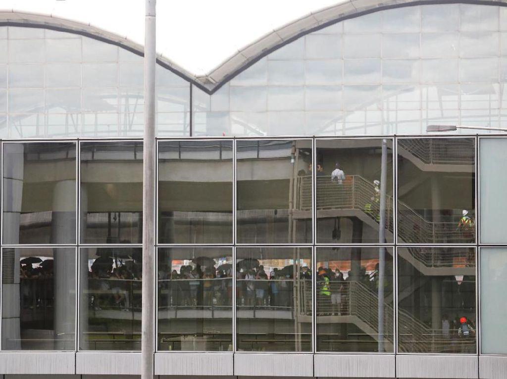 Pendemo Geruduk Bandara Hong Kong, Belasan Penerbangan Dibatalkan