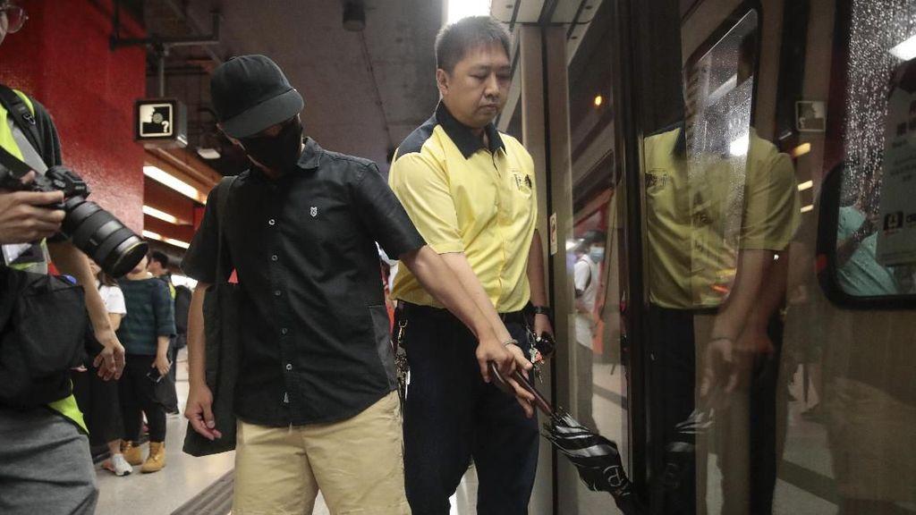 Saat Demonstran Hong Kong Ganggu Layanan Kereta Bawah Tanah