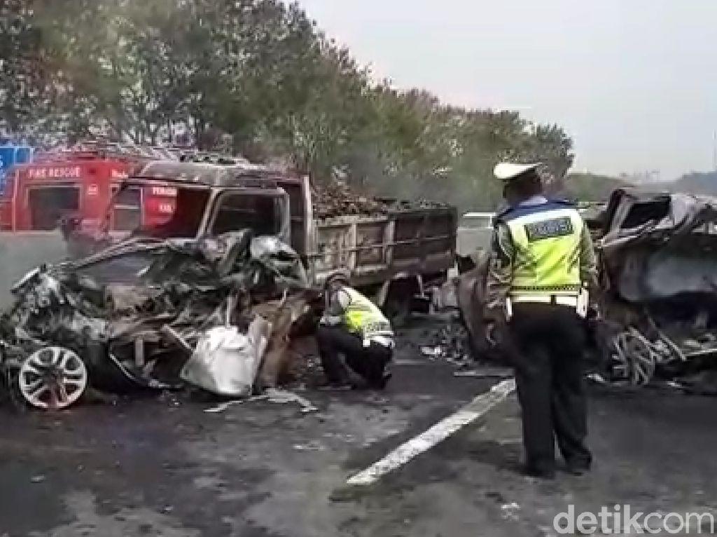 Foto-foto Kecelakaan Maut di Cipularang