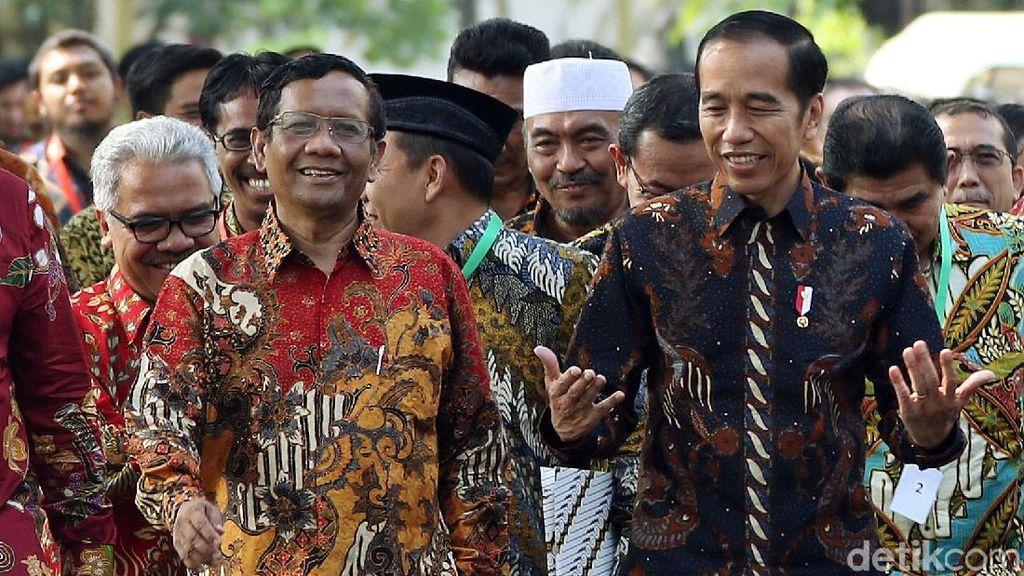 Ekspresi Jokowi Saat Berdampingan dengan Mahfud MD