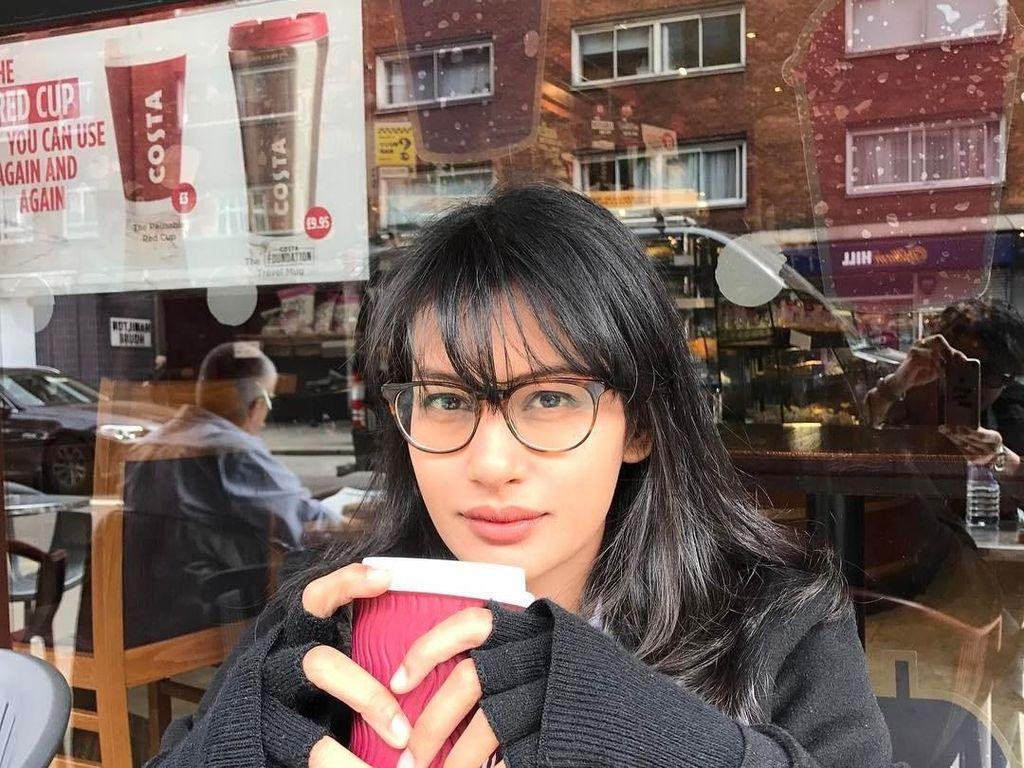 Pesona Manis Raihaanun, Aktris yang Hobi Minum Kopi