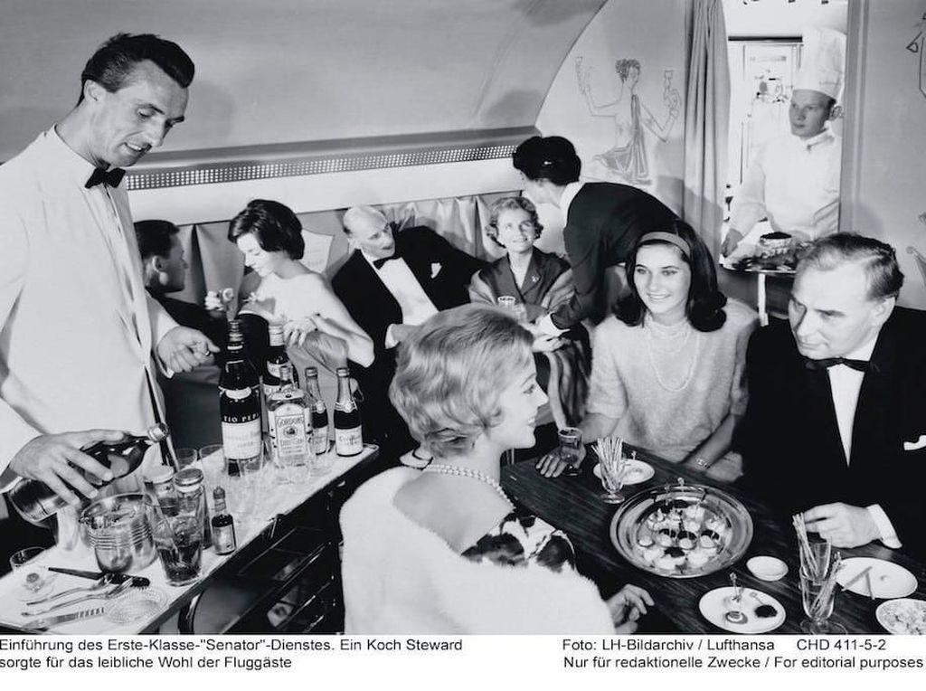 Tak Seperti Sekarang, Dulu Makanan di Pesawat Sangat Mewah dan Enak