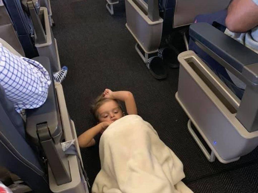 Patut Dicontoh! Cara Mengatasi Anak Autis Tantrum di Pesawat