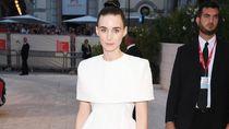 Temani Joaquin Phoenix, Rooney Mara Gaya Bak Pengantin di Premier Joker