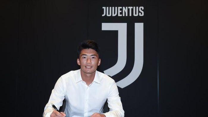 Han Kwang-song gabung Juventus. (Foto: Twitter @JuventusFCYouth)