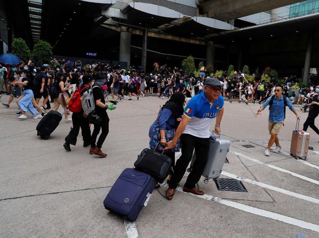 Pendemo Blokir Bandara Hong Kong, Penumpang Ketakutan