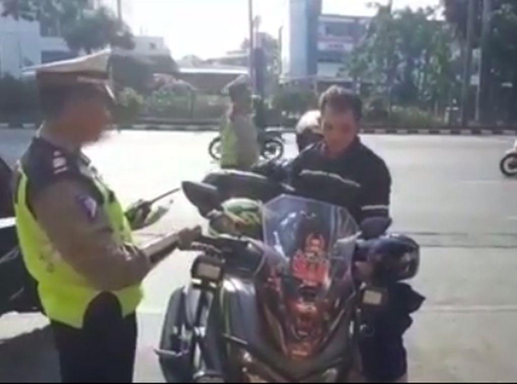 Masih Ada Aja Motor Nekat Pakai Strobo, Diciduk Polisi Deh!