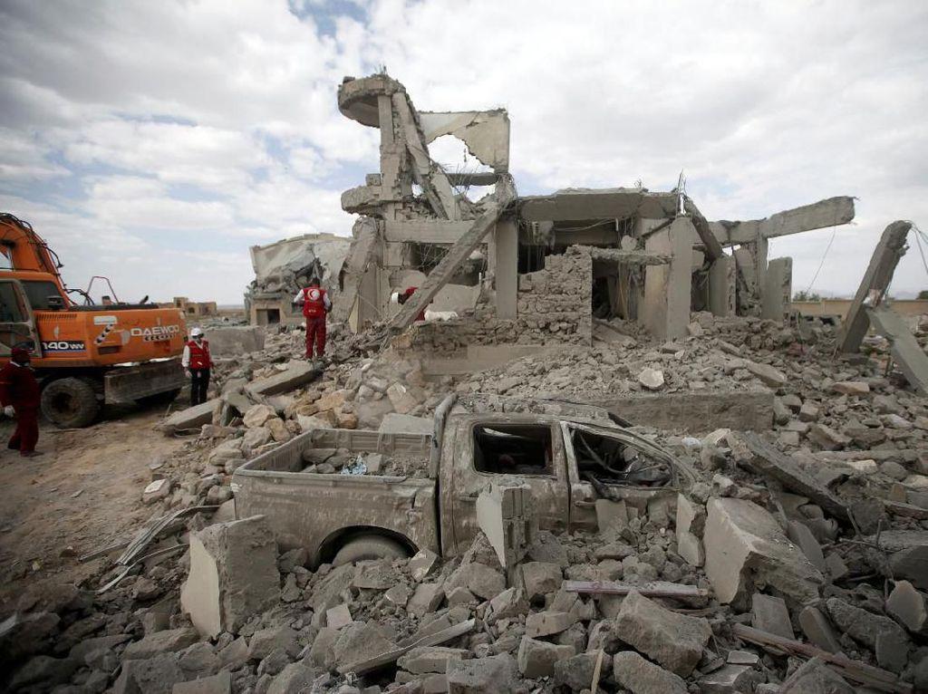 100 Orang Tewas dalam Serangan Udara Koalisi Arab