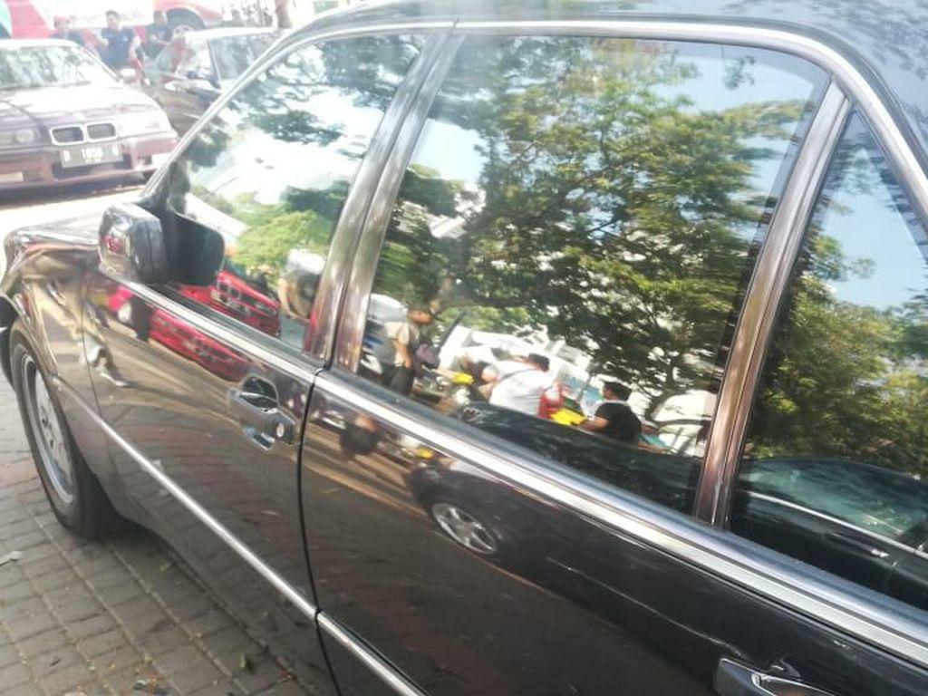 Siapa Mau? Ada Mobil Antipeluru Dijual Seharga Rp 135 Juta Nih!