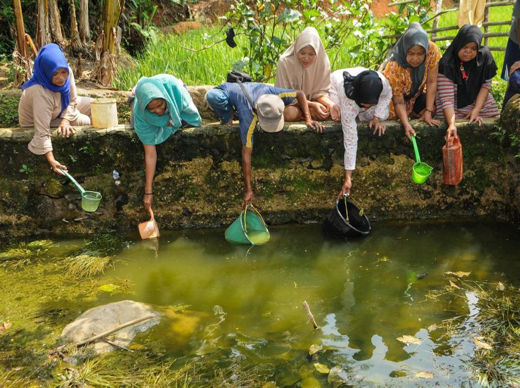 Perjuangan Warga Lebak Mendapatkan Air Kala Kemarau Panjang
