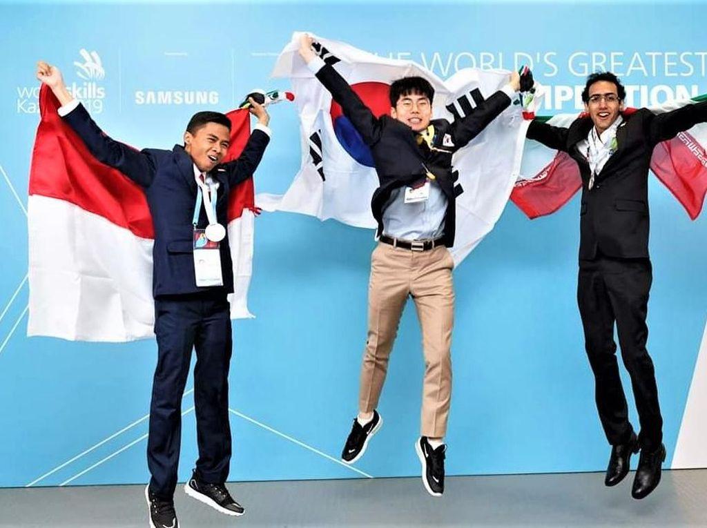 Siswa Indonesia Raih 2 Medali Perak dalam Ajang WorldSkills di Kazan-Rusia