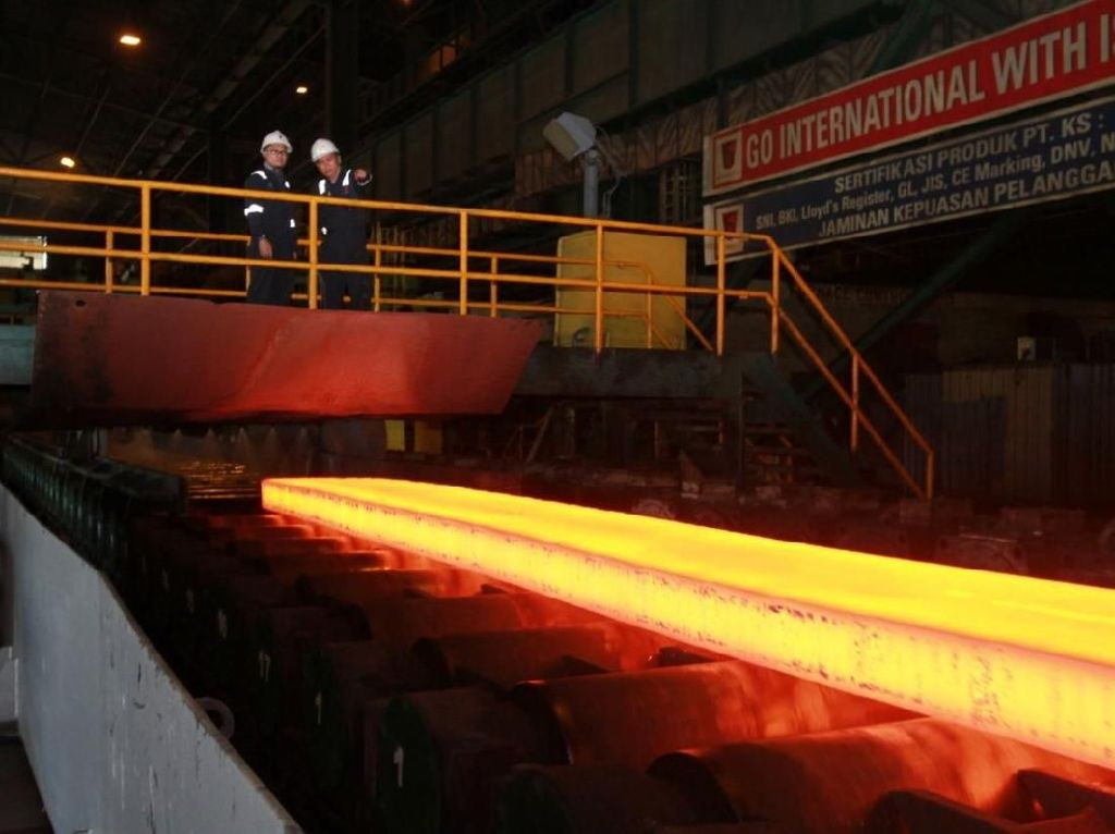 Krakatau Steel Produksi Baja Perdana dari Blast Furnace