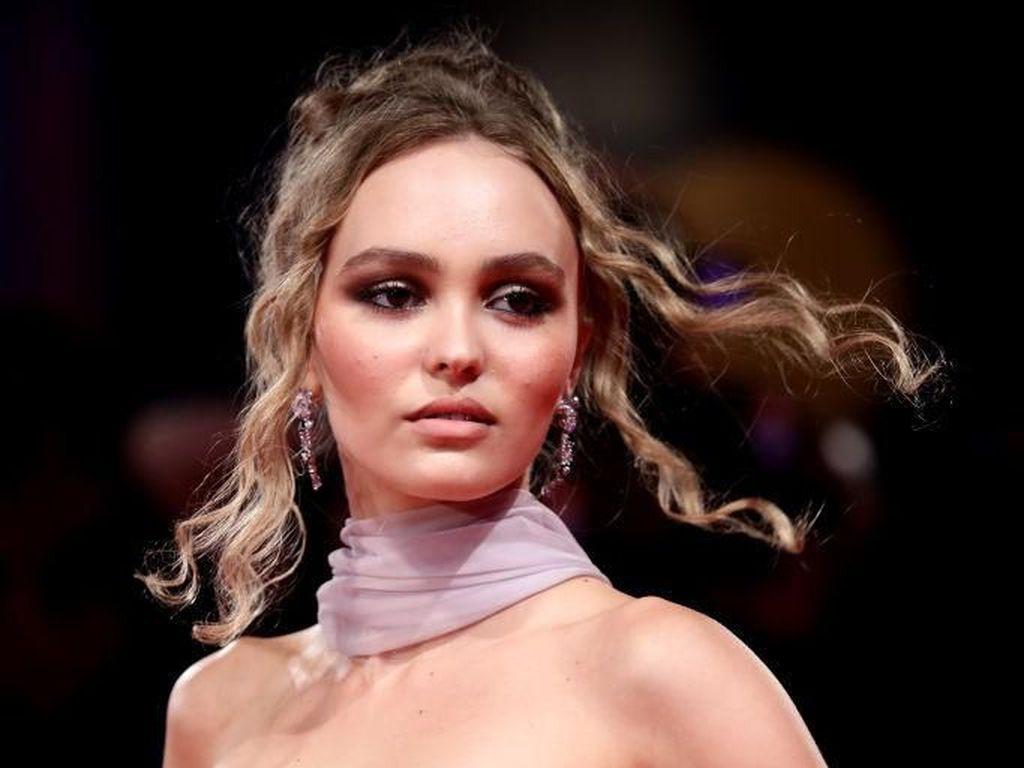 Potret Cantiknya Putri Johnny Depp di Venice Film Festival