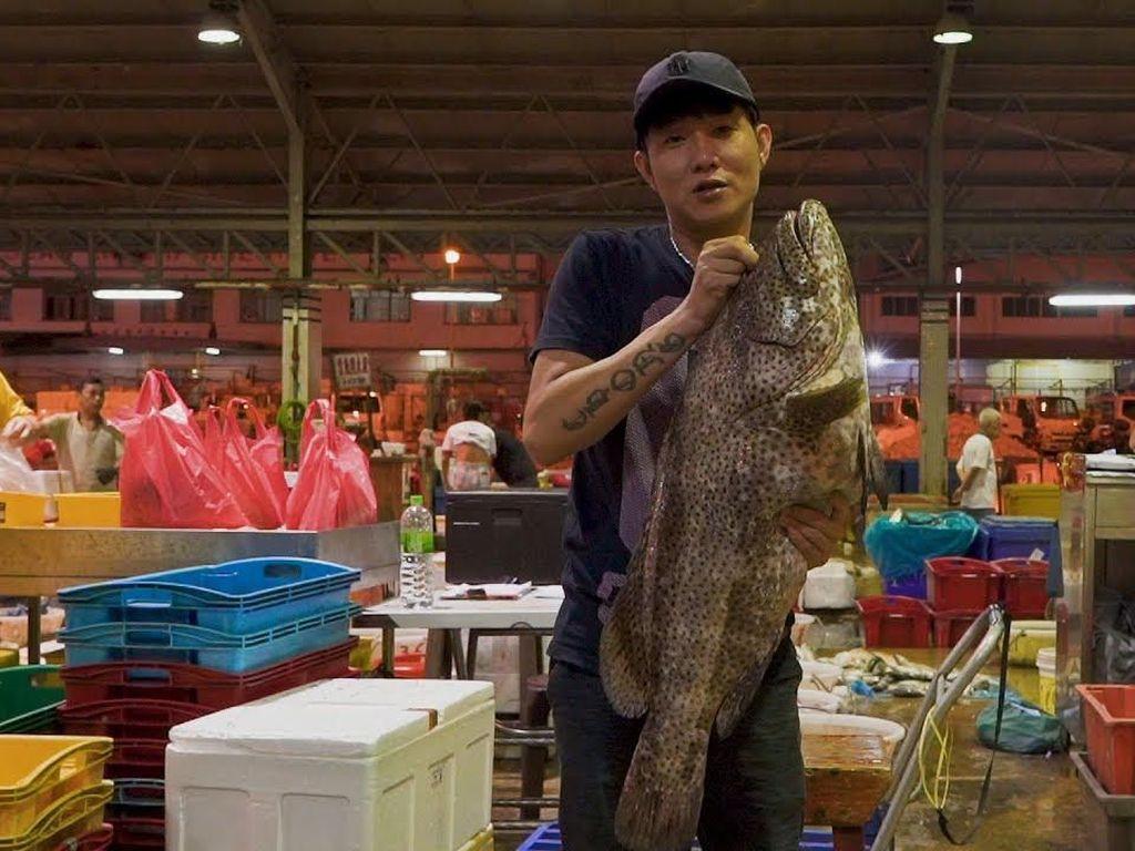 Penjual Ini Jual Ikan Segar Lewat Live Streaming di Facebook