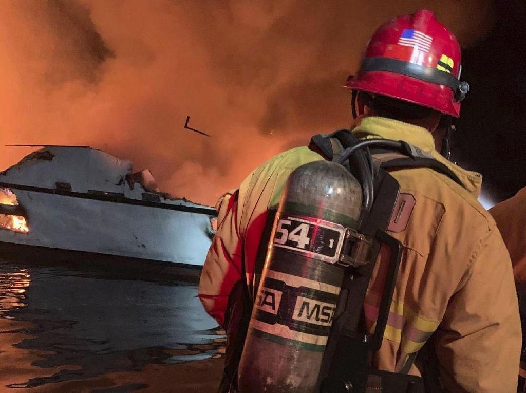 Kapal Penyelam AS Terbakar, 25 orang Tewas dan 9 Hilang