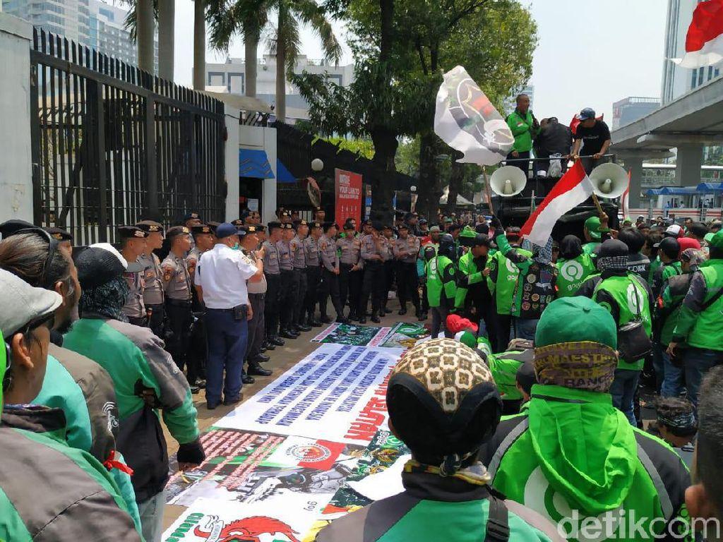 Driver Gojek Demonstrasi, Kedubes Malaysia Dijaga Polisi