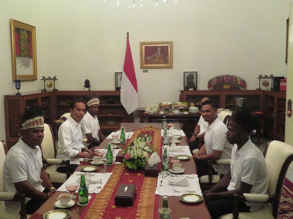 Jokowi Ajak Makan Siang Warga Nduga dan Yapen Papua