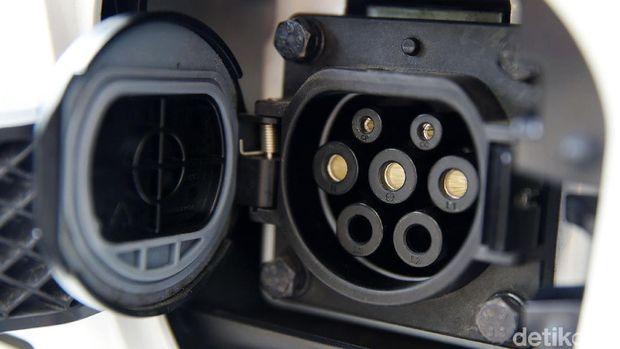 Ilustrasi kendaraan beroda empat listrik