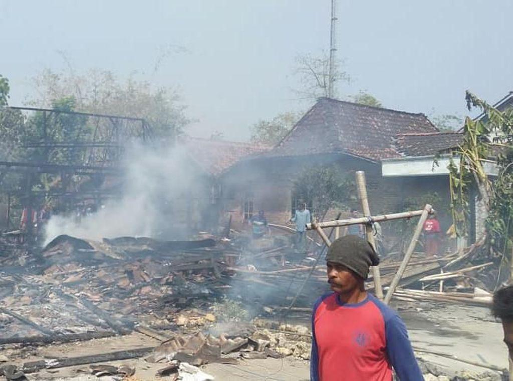3 Rumah Warga di Grobogan Dilahap Si Jago Merah