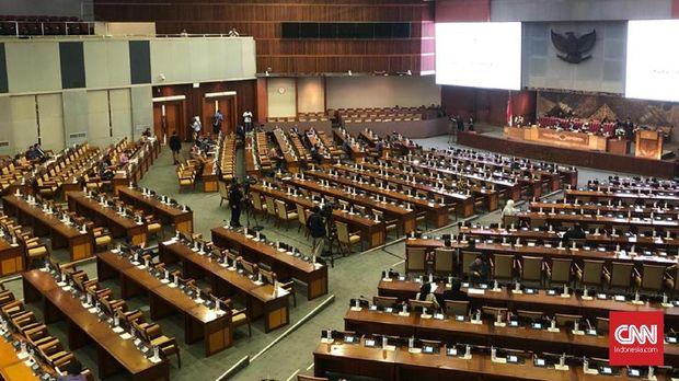 Rapat paripurna DPR, yang diikurti semua fraksi, mengesahkan usulan revisi UU KPK.