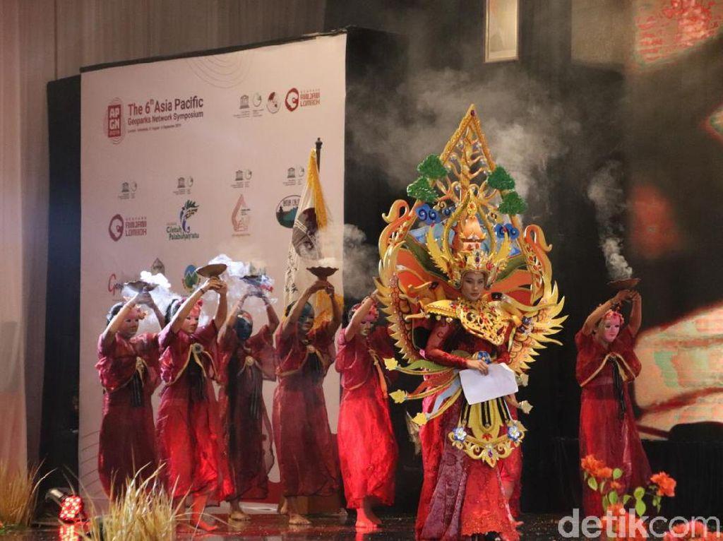 Drama Musikal Rinjani Pukau Anggota UNESCO