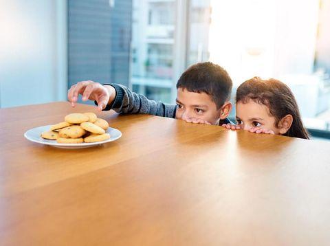 Hal yang Bisa Diucapkan Orang Tua Saat Anak Ketahuan Berbohong