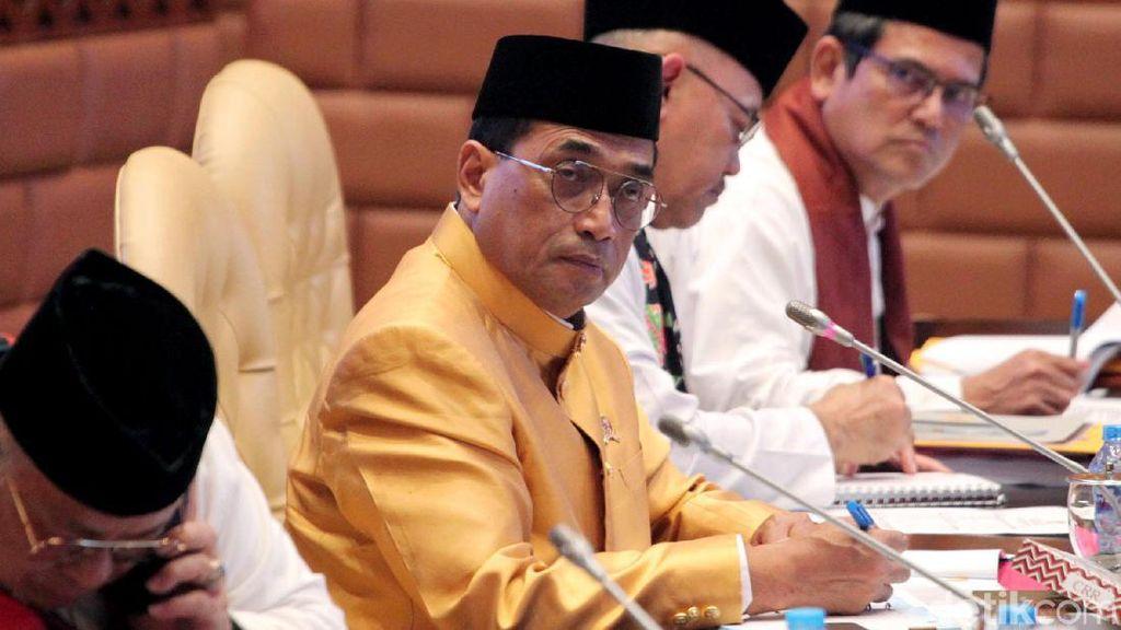 Raket dengan Komisi V, Menhub Kenakan Pakaian Adat Riau