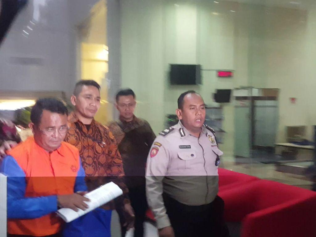 KPK Tahan 3 Tersangka Kasus Suap Bupati Bengkayang