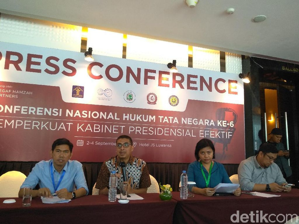 Pakar Hukum Sarankan Jokowi Kaji Efektivitas Menko-Uji Kelayakan Menteri