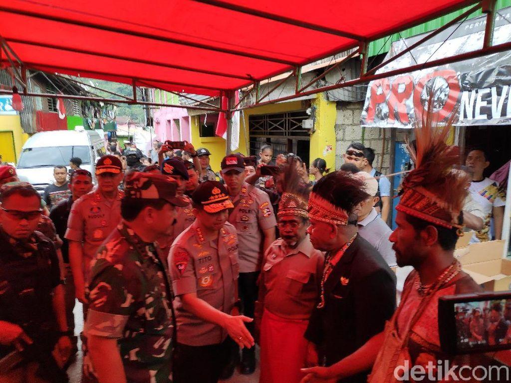 Kapolri-Panglima TNI Kunjungi Keluarga Korban Meninggal Rusuh di Papua