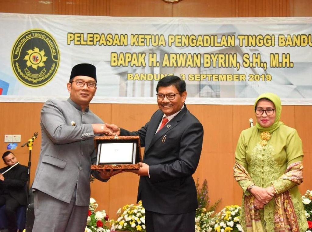 Pantun Ridwan Kamil untuk Eks Ketua Pengadilan Tinggi Bandung