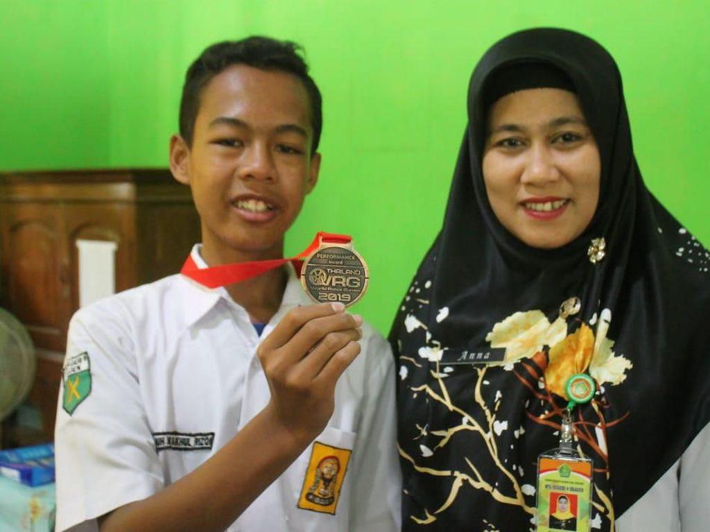 Anak Tukang Permak Baju Raih Penghargaan Lomba Robotika Internasional