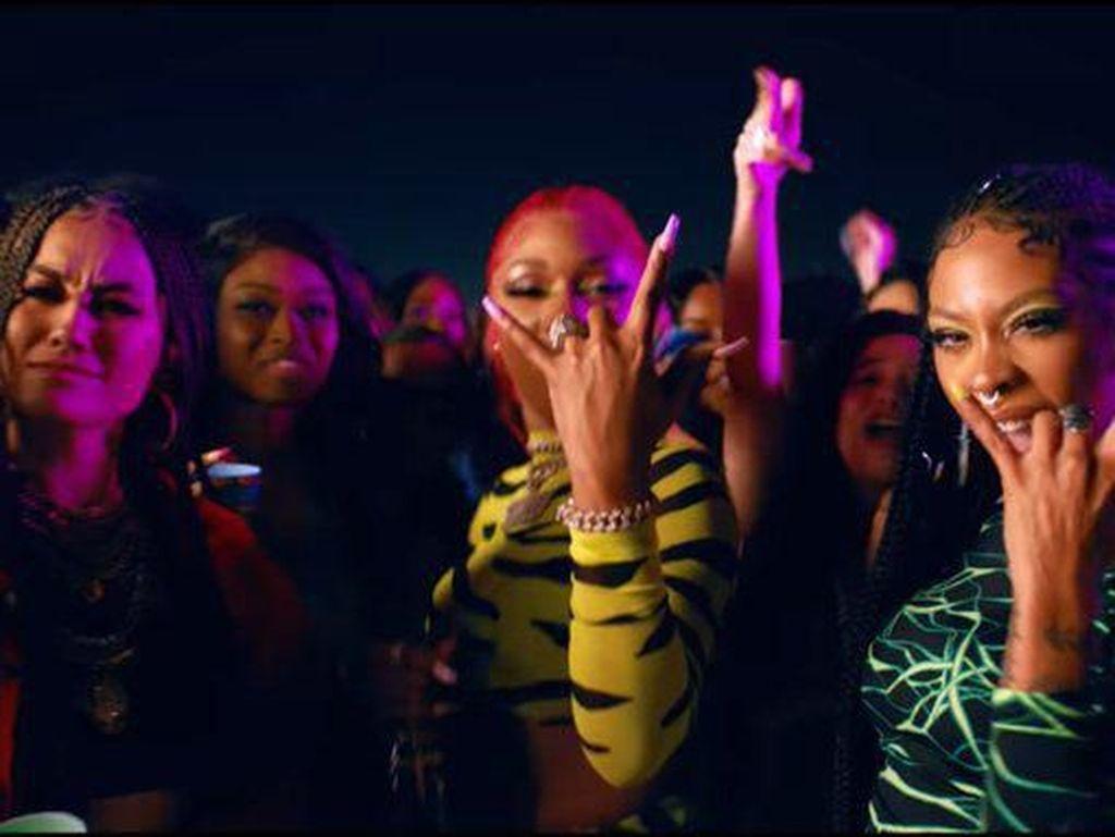Agnez MO Adu Seksi dengan Nicki Minaj di Klip Megan Thee Stallion