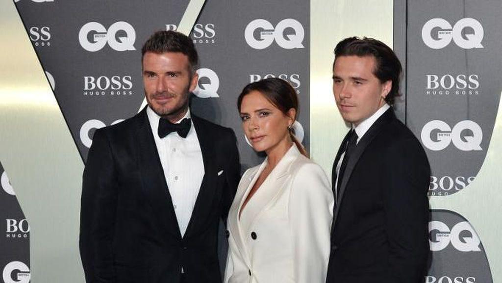 Foto: The Beckhams Eksis Lagi di Red Carpet, Kompak Pakai Setelan